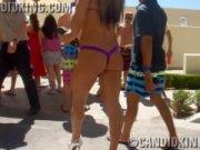 Девушки в купальниках на пляже порно